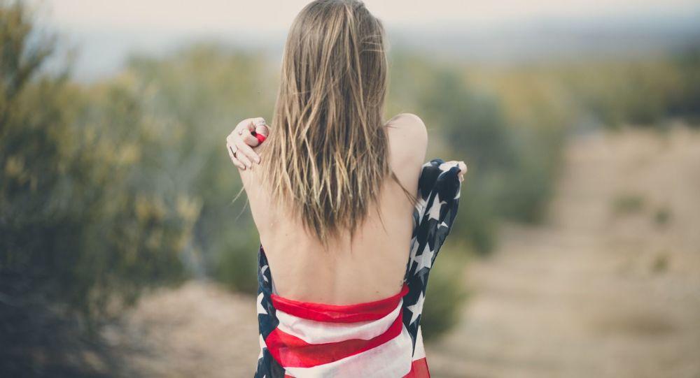 Dívka v americké vlajce