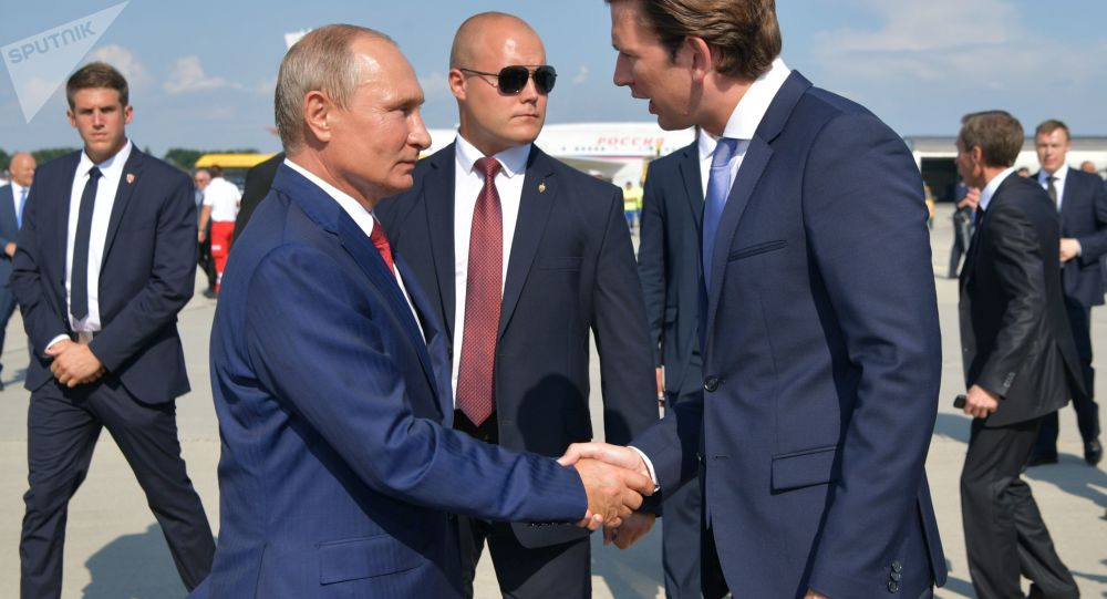 Ruský prezident Vladimir Putin a rakouský premiér Sebastian Kurz