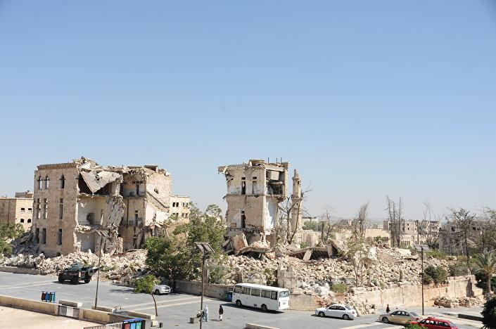 Pod troskami této budovy se nalézá tunel, kterým se chtěli teroristé podkopat do aleppské pevnosti. Neuspěli