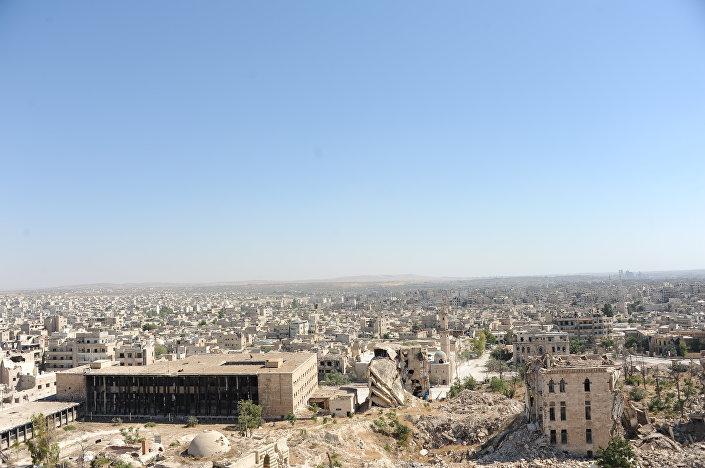 Pohled na Aleppo z hradeb citadely