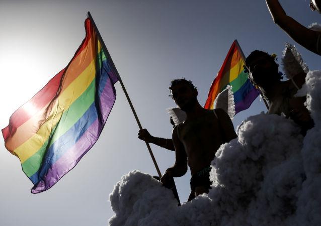 Účastníci pochodu LGBT v Španělsku. Ilustrační foto