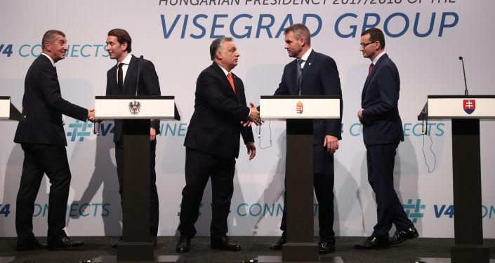 Český premiér Andrej Babiš, rakouský kancléř Sebastian Kurz, maďarský premiér Viktor Orbán, předseda vlády SR Peter Pellegrini, a polský premiér Mateusz Morawiecki na setkání V4 v Budapešti.