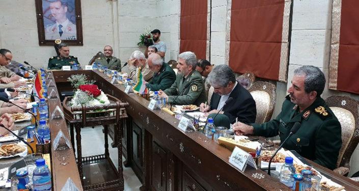 Íránský ministr obrany Amir Khatami během návštěvy Sýrie