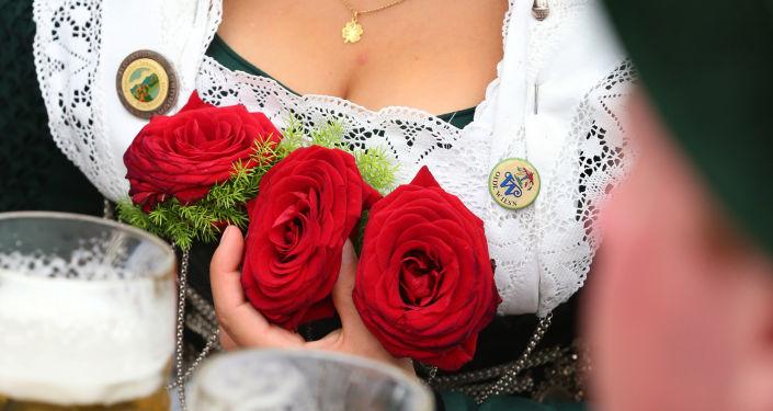 Žena v lidovém bavorském kroji