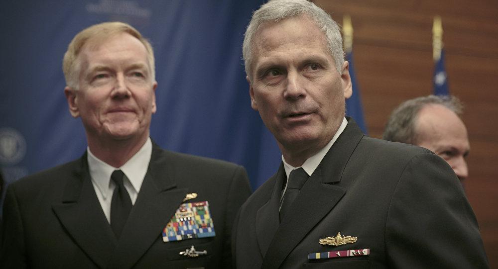 Velitel Vojensko-námořních sil USA v Evropě a Africe a šéf velení sjednocených sil spojenců v Neapoli admirál James Foggo