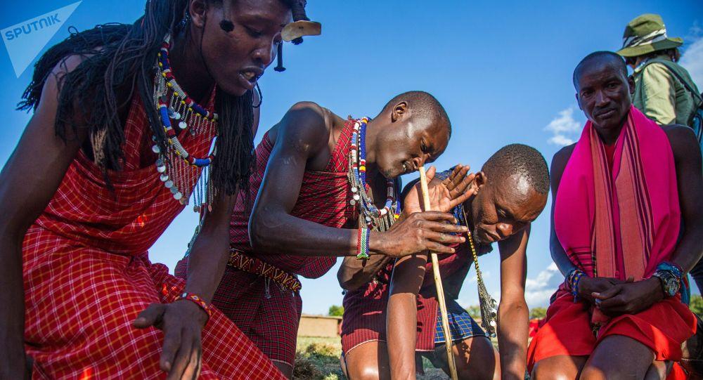 Zapálení vatry v Keni