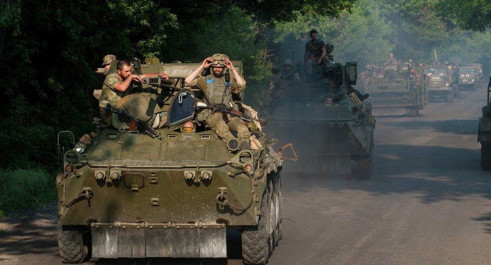 Ukrajinští vojáci u obce Marinka