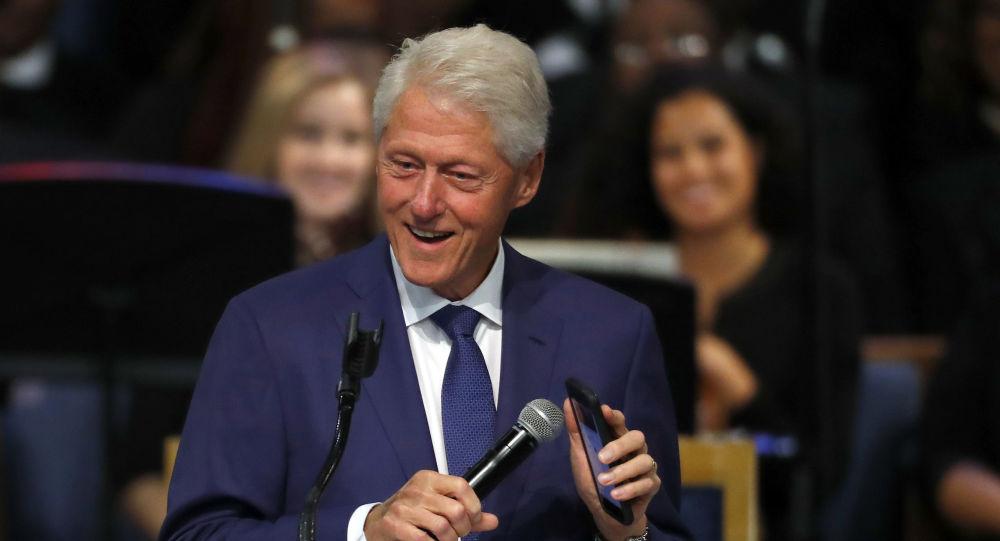 Bill Clinton během pohřbu Arethy Franklinové