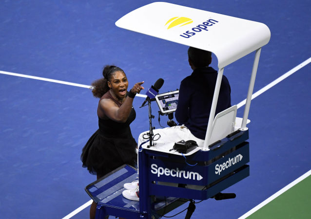 Tenistka Serena Williamsová uráží rozhodčího Carlose Ramose
