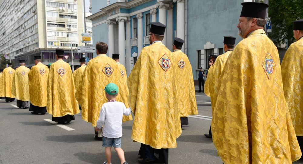 Procesí pravoslavných křesťanů v Kyjevě