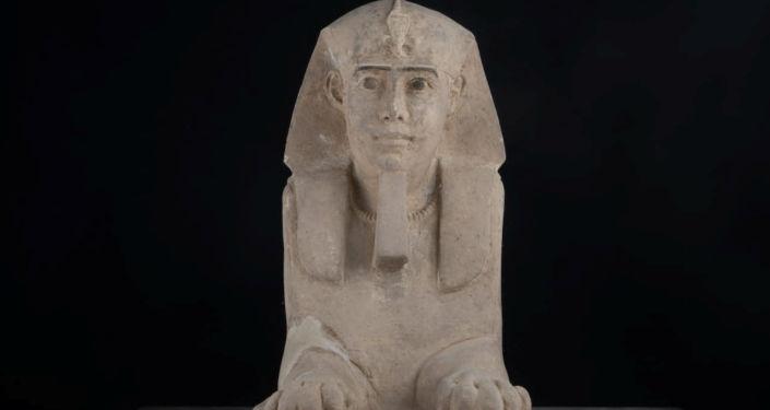 Ve starobylém egyptském chrámu byla nalezena maličká sfinga