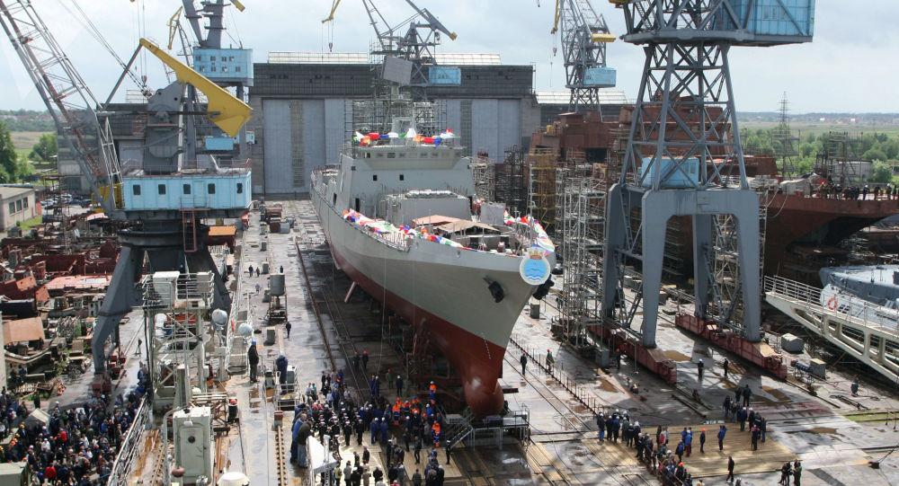 Spuštění fregaty Trikand na vodu