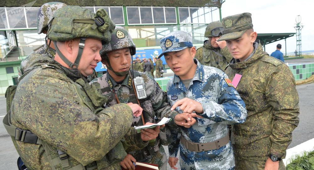 Čínští a ruští vojáci
