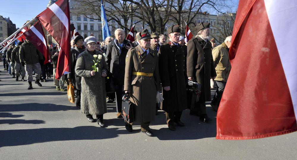 Pochod příslušníku Waffen SS v Rize. Ilustrační foto