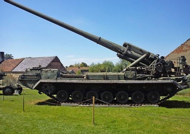 Sovětské samohybné dělo 2S7 Pion