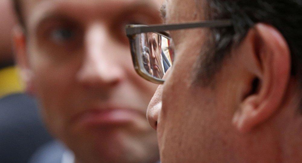 Francois Hollande a Emmanuel Macron