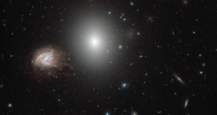 Galaxie NGC 4858