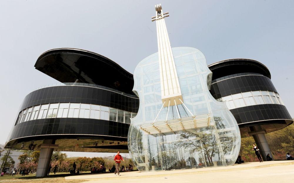 Tančící dům a dům ve tvaru vejce: Zázraky architektury z celého světa