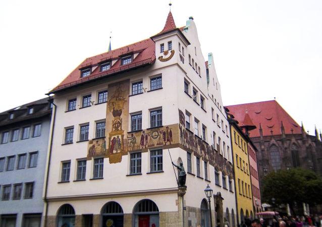 Norimberk. Smajlík na budově