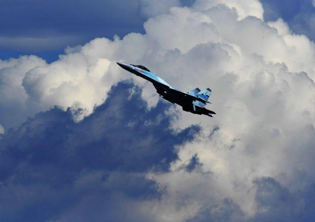 Vícefunkční stíhací letoun Su-35