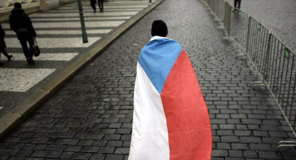 Člověk s českou vlajkou