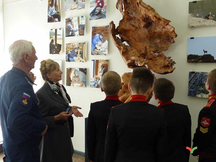 Umělecká díla ruského ministra obrany Sergeje Šojgu na výstavě Nezničitelná a legendární v Tule, Rusko