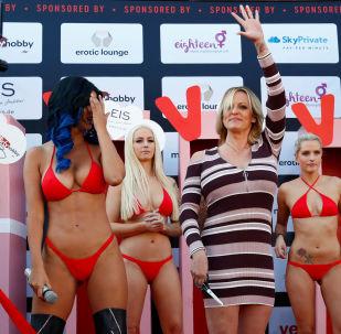 Pornoherečka Stormy Daniels na erotickém veletrhu Venus v Berlíně.