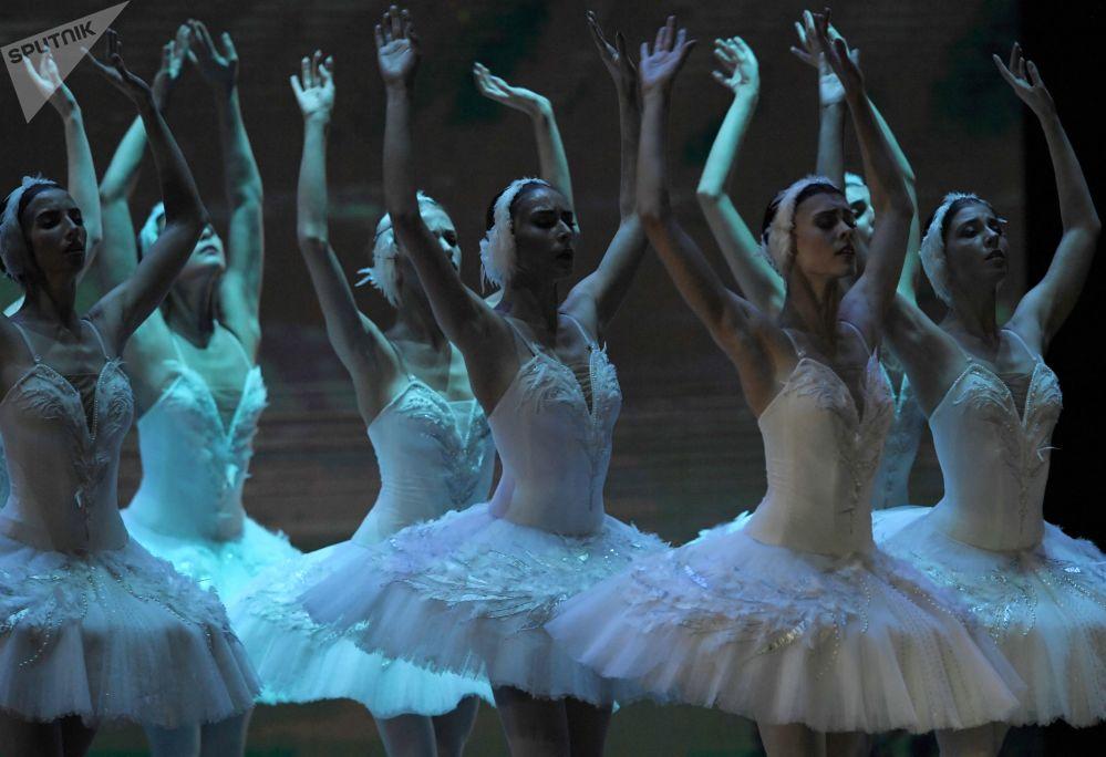 Baletky na galakoncertu Hvězdy baletu XXI. století na scéně Státního kremelského paláce.