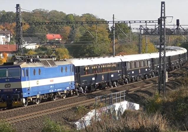 Orient Express projíždí Českem