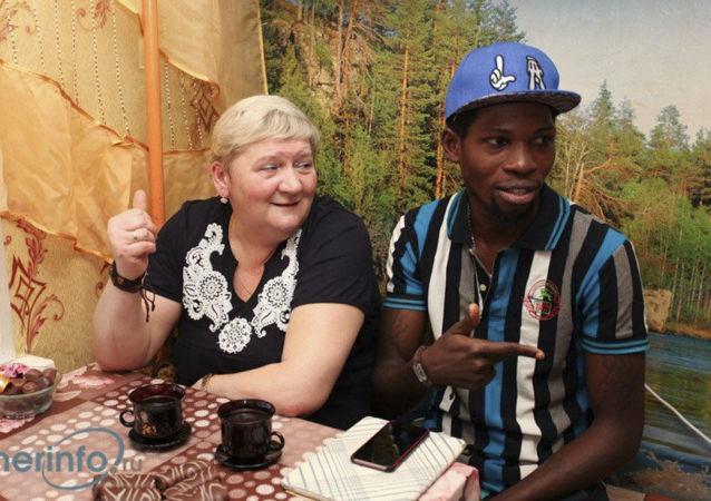 Natalja Vedeninová a její manžel, nigerijský princ Gabriel Segun Ajaji
