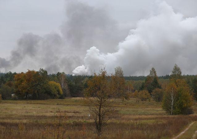Kouř v důsledku požáru u Ični v Černigovské oblasti