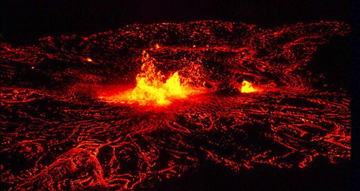 Erupce lávy. Ilustrační foto