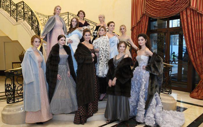 Moskevská společenská smetánka na jednom místě: Nekrásnější účastnice plesu Tatler