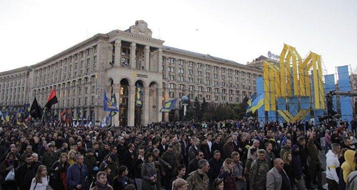 Civilně vojenská část pochodu na Náměstí nezávislosti (Majdanu)