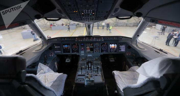 Kabina letounu Suchoje Superjet 100