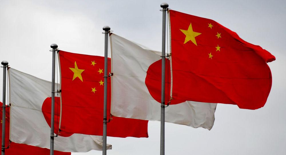 Vlajky Číny a Japonska