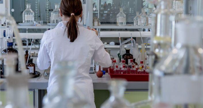Vědkyně v laboratoři