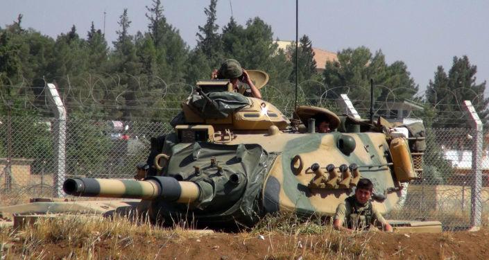 Turečtí vojáci na hranici se Sýrií
