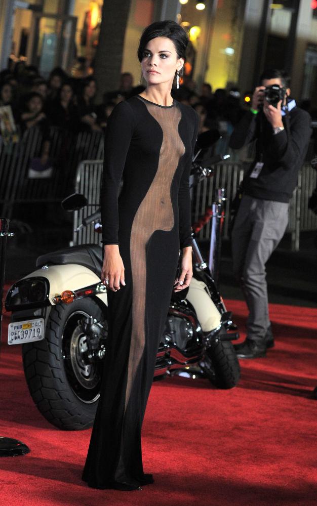 Herečka Jaimie Alexander arrives napremiéře filmu Thor: Temný svět v Hollywoodu