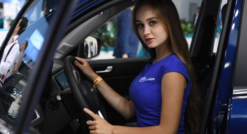 Žena v autě