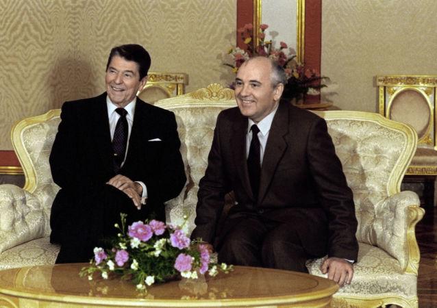 Ronald Reagan a Michail Gorbačov
