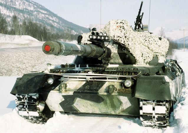 Tank Leopard na cvičeních v Norsku. Ilustrační foto