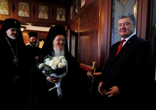 Porošenko a Konstantinopolský patriarcha podepsali dohodu o spolupráci
