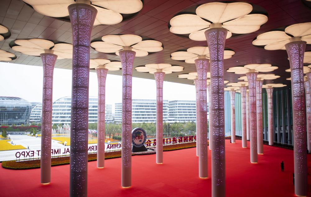 Snímky z 1. ročníku mezinárodního dovozního veletrhu v Šanghaji