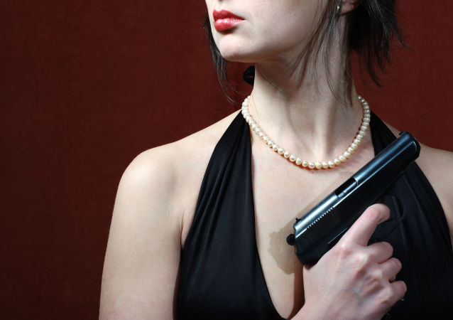 Žena s pistolí