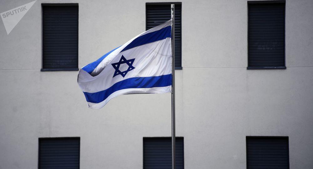 Izraelská vlajka na velvyslanectví v Moskvě