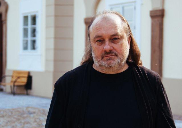 Člen správní rady Institutu Václava Klause a bývalý ředitel politického odboru Kanceláře prezidenta ČR Ladislav Jakl