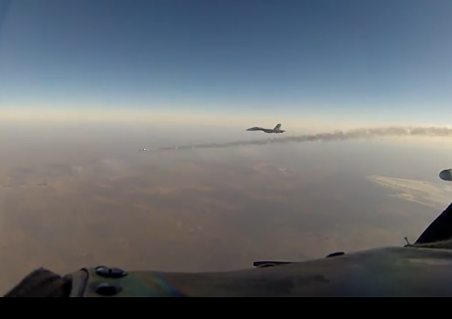 Odpálení rakety při cvičení nad Krymem