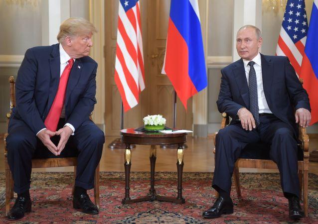 Prezident USA Donald Trumpa a ruský prezident Vladimir Putin