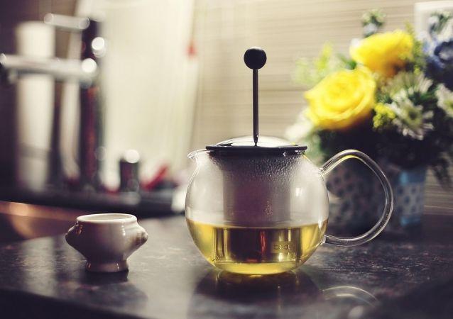 Zelený čaj v konvici. Ilustrační foto